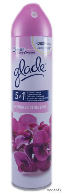 """Освежитель воздуха Glade """"Нежность лепестков"""" (спрей; 300 мл)"""