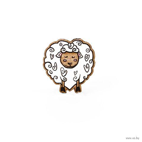 """Значок деревянный """"Овечка любви"""" — фото, картинка"""