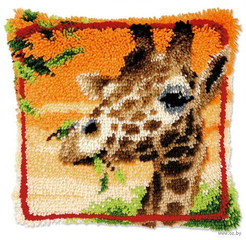 """Вышивка в ковровой технике """"Подушка. Жираф, жующий листья"""" (400х400 мм) — фото, картинка"""