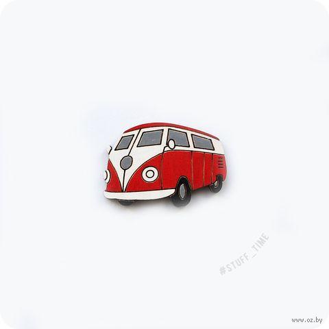 """Значок деревянный """"Красный бусик"""" (арт. 511) — фото, картинка"""