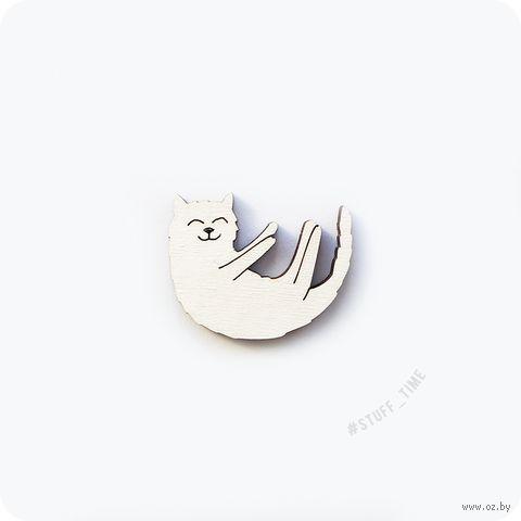 """Мини-брошка деревянная """"Довольный котик"""" (арт. 211, белая) — фото, картинка"""